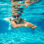Verzorg de huid na het zwemmen